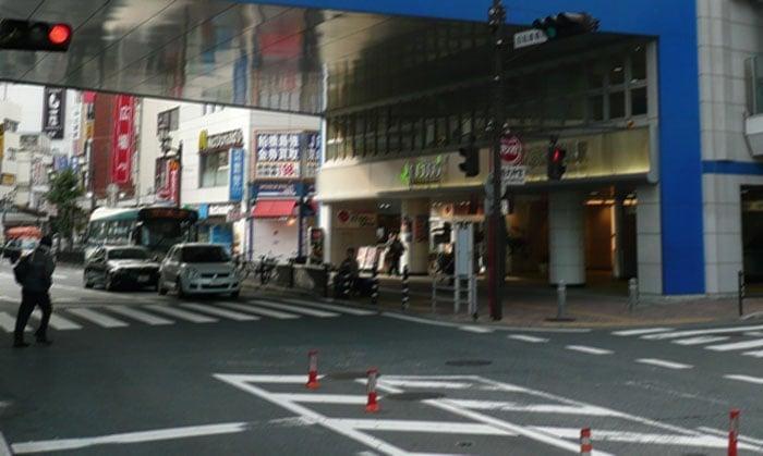 JR本八幡駅の駅ビル