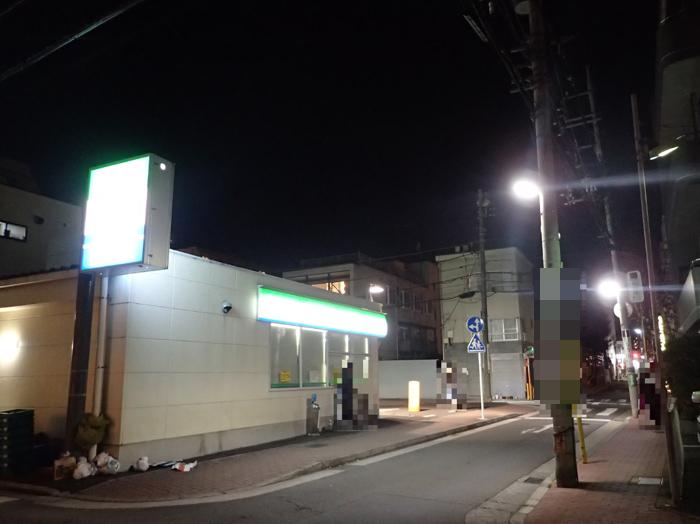 神奈川県内の某コンビニエンスストアの駐車場